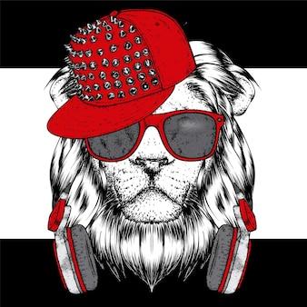 Fajny lew w okularach, słuchawkach i czapce