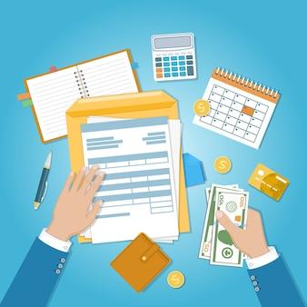 Faktura płatnicza, podatki, opłacenie rachunków. ludzkie ręce z dokumentem, formularzem, pieniędzmi, kalendarzem