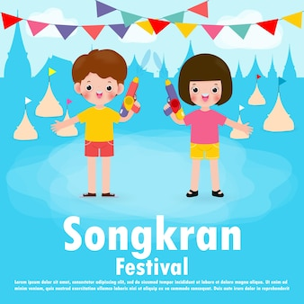 Festiwal songkran dzieci trzymając pistolet na wodę cieszyć się rozpryskiwaniem wody w festiwalu songkran, tajlandia tradycyjna ilustracja dzień nowego roku tajlandia koncepcja podróży