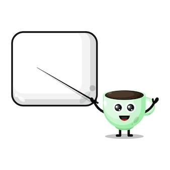 Filiżanka kawy staje się uroczą maskotką nauczyciela