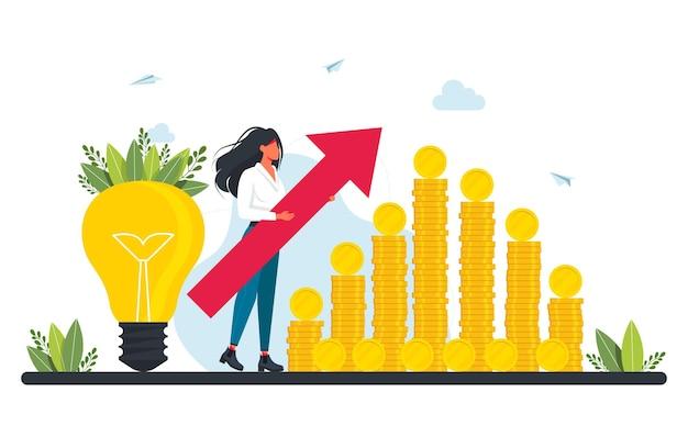 Finansowanie społecznościowe i inwestowanie w pomysł lub zakładanie biznesu. maleńka bizneswoman z dużą czerwoną strzałką stoi obok stosu monet i żarówki. inwestycja marketingowa. biznesplan, zarządzanie finansami
