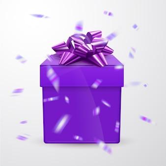 Fioletowe opakowanie prezentowe z fioletową kokardką