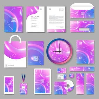 Fioletowy projekt szablonu tożsamości korporacyjnej z kolorowymi elementami geometrycznymi. papeteria firmowa