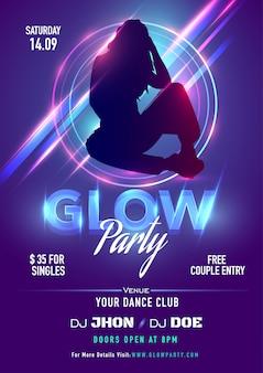 Fioletowy projekt zaproszenia lub ulotki z sylwetką kobiety i promieniami świetlnymi na imprezę glow party.