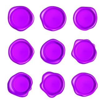 Fioletowy zestaw pieczęci lakowej. pieczęć lakowa zestaw na białym tle. realistyczne gwarantowane fioletowe znaczki.
