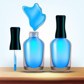 Fiolka z jasnoniebieskim kosmetykiem do paznokci