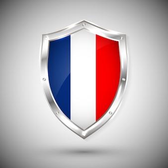Flaga francji na metalowej błyszczącej tarczy. zbiór flag na tarczy na białym tle. streszczenie izolowany obiekt.