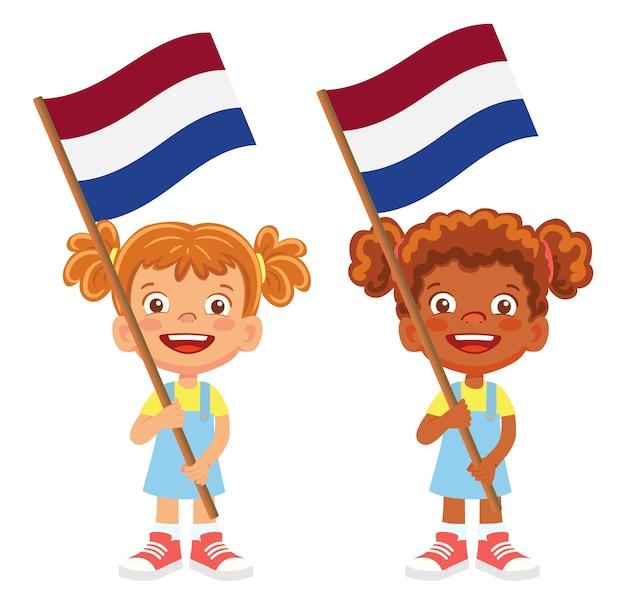 Flaga holandii w ręku. dzieci trzymając flagę. flaga narodowa holandii wektor