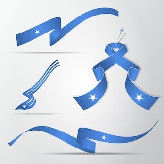 Flaga somalii. 1 lipca. zestaw realistycznych falistych wstążek w kolorach flagi somalii. dzień niepodległości. symbol narodowy. ilustracja wektorowa. eps10.