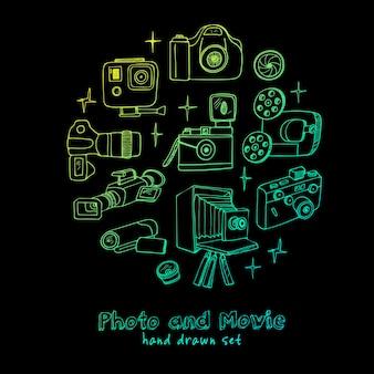 Fotograficzne i filmowe aparaty fotograficzne w ręku rysowane