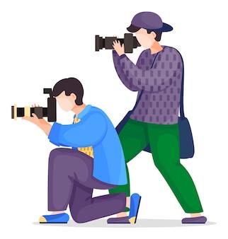 Fotografowie lub paparazzi robią zdjęcia