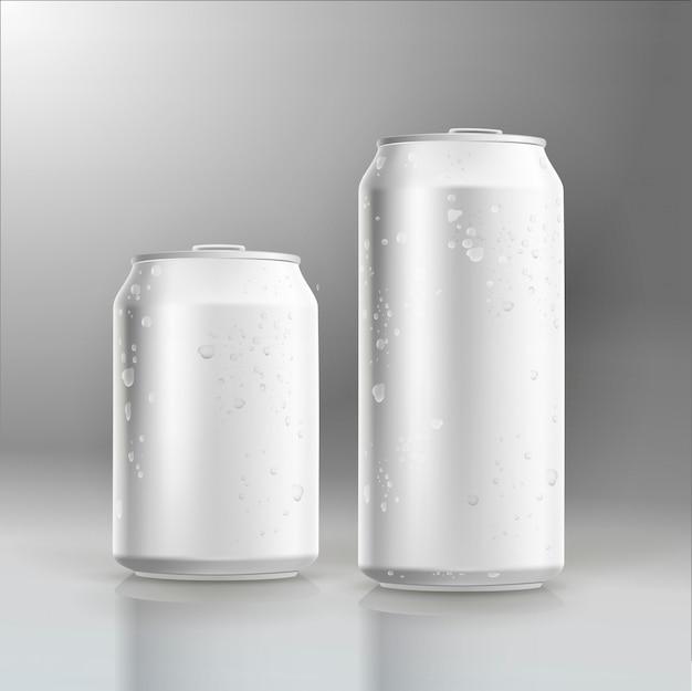 Fotorealistyczne piwo wektorowe może makieta kroplami wody