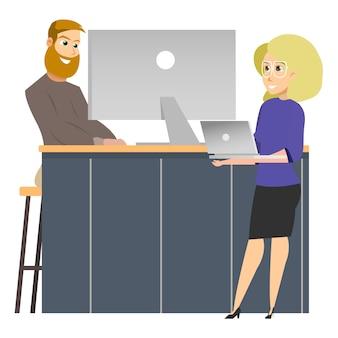 Freelancer przez komputer, kobieta stojąca z laptopem