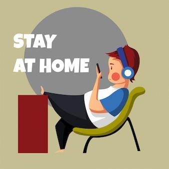Freelancer spędza wolny czas, wykonując swoją pracę z domu