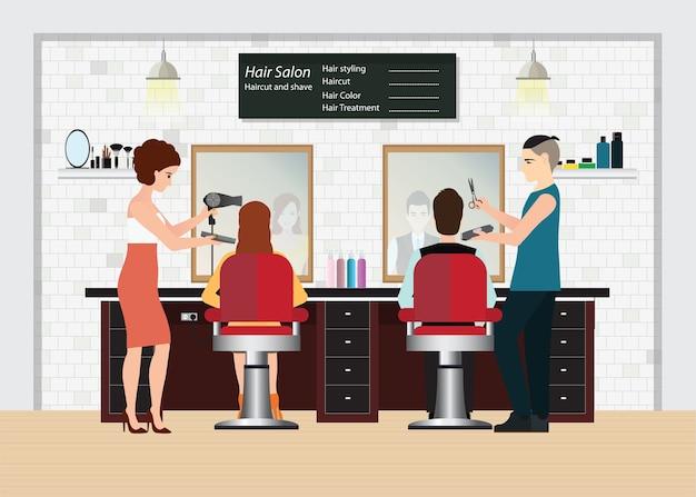 Fryzjer ścina włosy klienta w salonie kosmetycznym