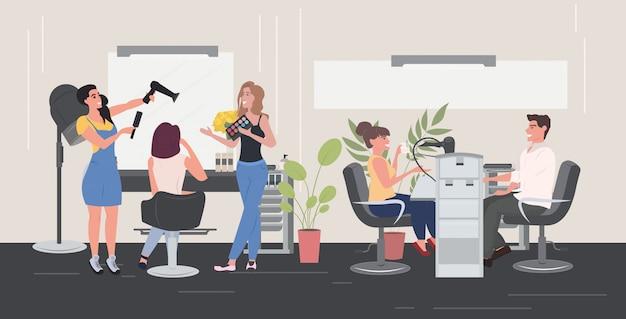 Fryzjerka za pomocą suszarki do włosów robi fryzurę swoim klientom, kobiety testujące paletę cieni do powiek paleta piękności wnętrze poziomej pełnej długości