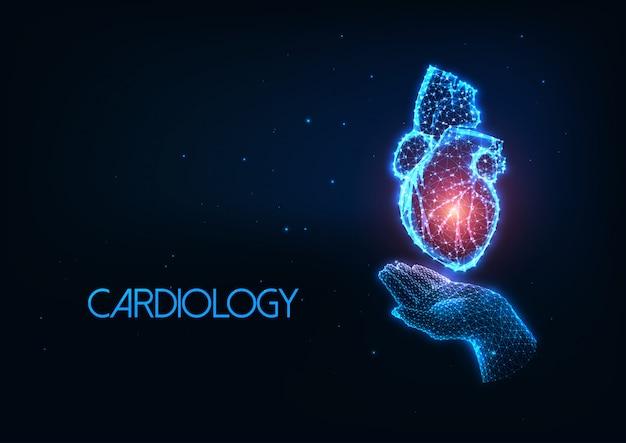 Futurystyczny kardiologia koncepcja ze świecącą wielokątną ludzką ręką trzymając narząd serca