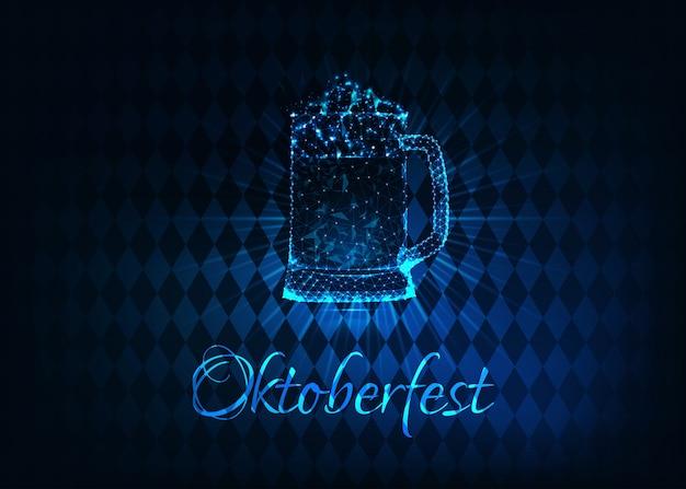 Futurystyczny świecący niski wielokątny plakat oktoberfest ze szklanym kuflem piwa