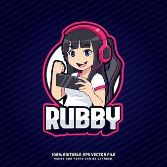 Gamer dziewczyna trzyma maskotkę z logo smartfona