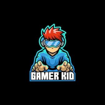 Gamer kid młody chłopak z konsolą do gier