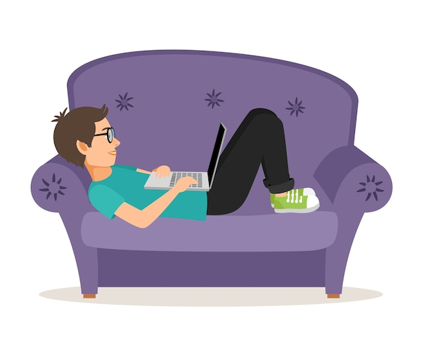 Gamer mężczyzna leżący na kanapie z laptopem. osobiste i komfortowe meble domowe, nastolatek płci męskiej