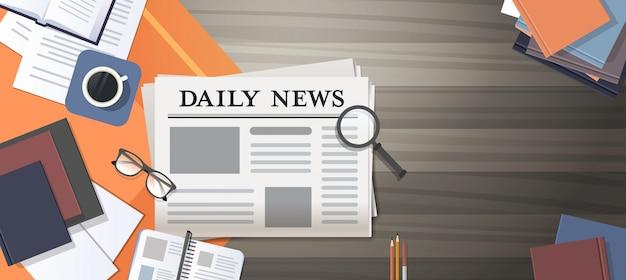 Gazetowa dzienna wiadomość środki masowego przekazu pojęcia biurka wierzchołka kąta widok horyzontalny