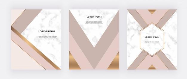 Geometryczny wzór z różowymi, nagimi i złotymi trójkątami na marmurowej fakturze.