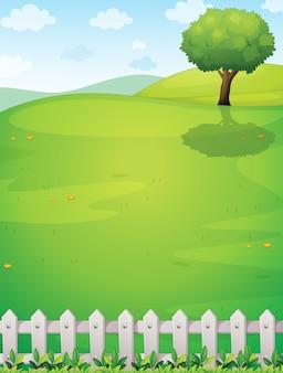 Gigantyczne drzewo na szczycie wzgórza