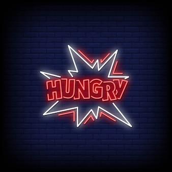 Głodny neon szyld na mur z cegły