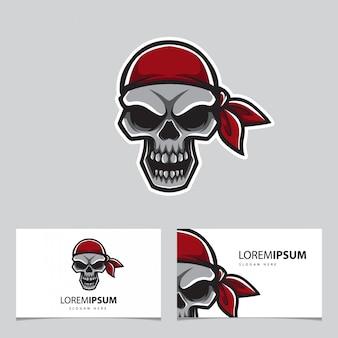 Głowa pirata i karta