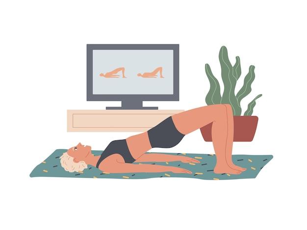 Glute bridge. kobieta wykonuje ćwiczenia w domu leżąc na podłodze, unosząc pośladki opierając się na górnej części pleców i stopy.