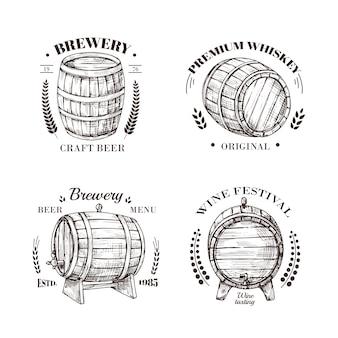 Godło browaru. beczka piwa i wina, whisky i brandy szkicuje vintage etykiety z drewnianą beczką i typograficzne