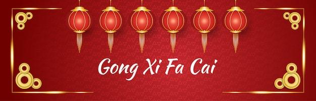 Gong xi fa cai baner powitalny z czerwonymi i złotymi lampionami
