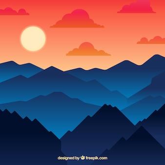 Górzysty krajobraz w tle o zachodzie słońca