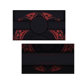 Gotowy do druku projekt wizytówki z miejscem na tekst i abstrakcyjne wzory. projekt wizytówki czarny z czerwonymi greckimi ornamentami.