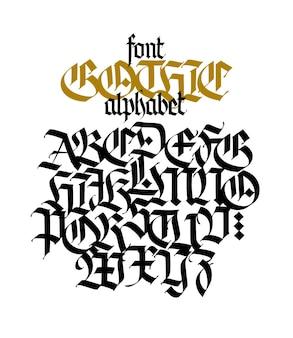 Gotyckie wielkie litery na białym tle piękna i stylowa kaligrafia