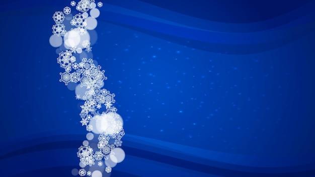 Granica śniegu z białymi płatkami śniegu na poziomym tle zimy. wesołych świąt i szczęśliwego nowego roku obramowanie śniegu dla sezonowych wyprzedaży, banerów, zaproszeń, ofert detalicznych. spadający śnieg. zimowe okno.