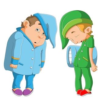 Grubi i szczupli chłopcy mają na sobie piżamy