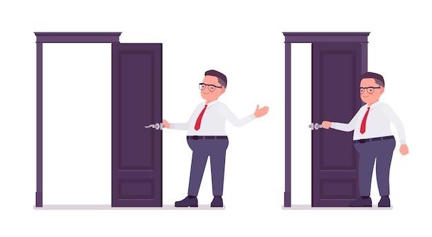 Gruby urzędnik otwierający i zamykający drzwi