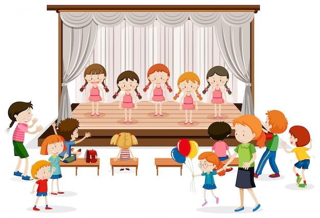 Grupa dziewczyny na scenie