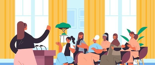 Grupa koleżanek rasy mieszanej dyskutująca podczas spotkania w klubie kobiet dziewczyny wspierające się nawzajem związek feministek koncepcja wnętrze biura pozioma ilustracja wektorowa portret