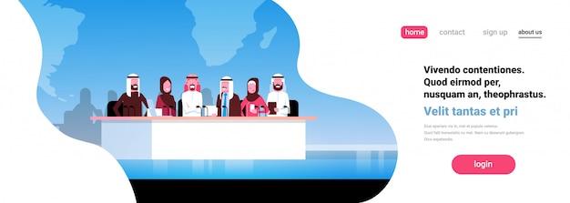 Grupa konferencji arabskich ludzi biznesu spotkanie prezentacja transparent