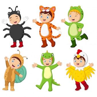 Grupa kreskówek dzieci noszących różne kostiumy