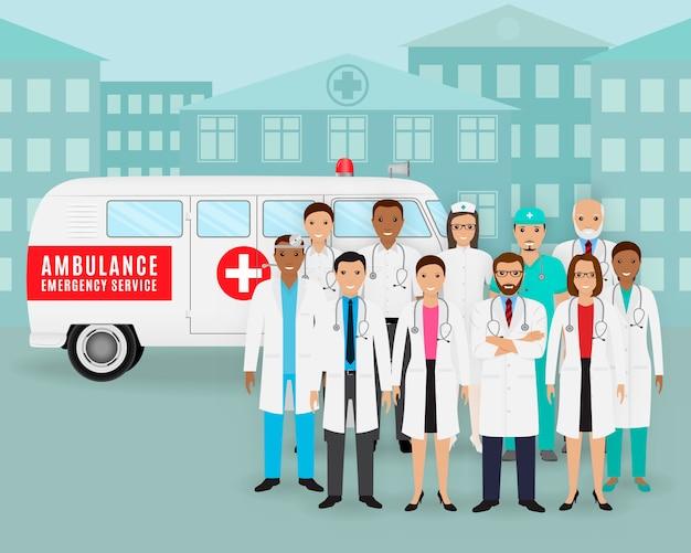 Grupa lekarki, pielęgniarki i retro ambulansowy samochód na pejzażu miejskiego tle. pracownik pogotowia medycznego.