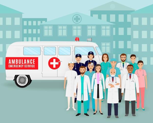Grupa lekarzy i pielęgniarek na tle retro pogotowie samochodowe. pracownik pogotowia medycznego.