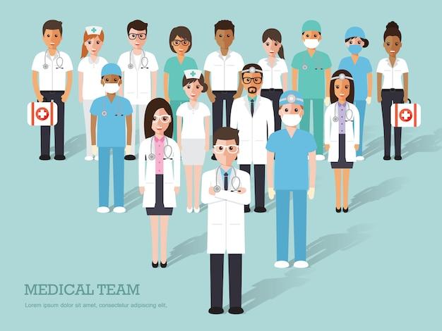 Grupa lekarzy i pielęgniarek oraz personelu medycznego