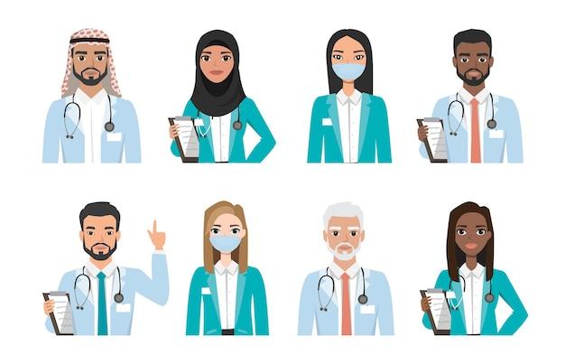 Grupa lekarzy, pielęgniarek i ludzi personelu medycznego, na białym tle. różne narodowości. koncepcja zespołu medycznego szpitala. zestaw znaków ludzi