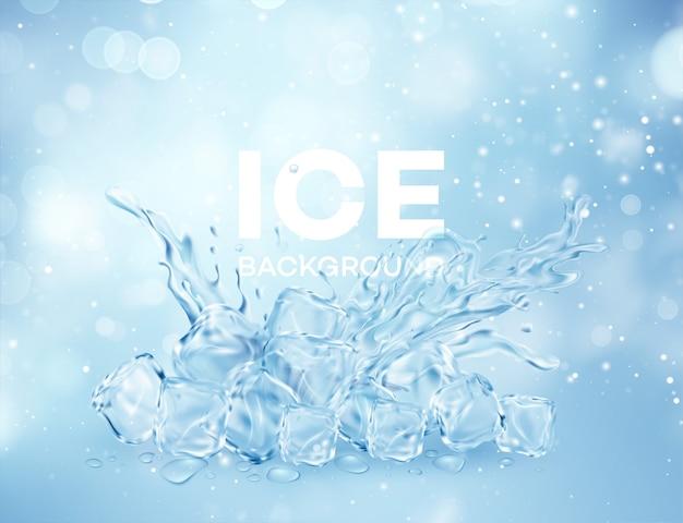 Grupa lodu przezroczyste jasne kostki w plusk korony wody na białym tle