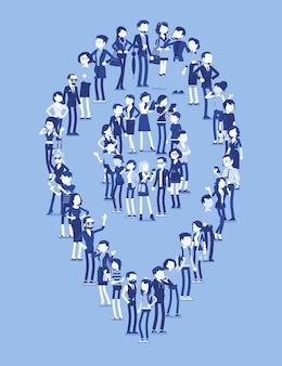 Grupa ludzi tworzy kształt pinezki mapy. członkowie różnych narodowości, płci, wieku, zawodów stoją razem, tworząc ikonę oznaczającą miejsca podróży. ilustracja wektorowa z postaciami bez twarzy, na całej długości