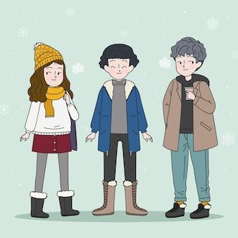 Grupa ludzi w przytulnych ubraniach zimą